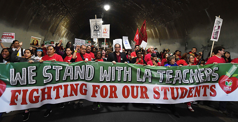 La teacher strike for wages and green space